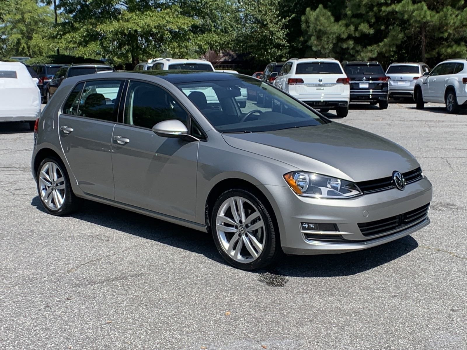 Pre-Owned 2017 Volkswagen Golf